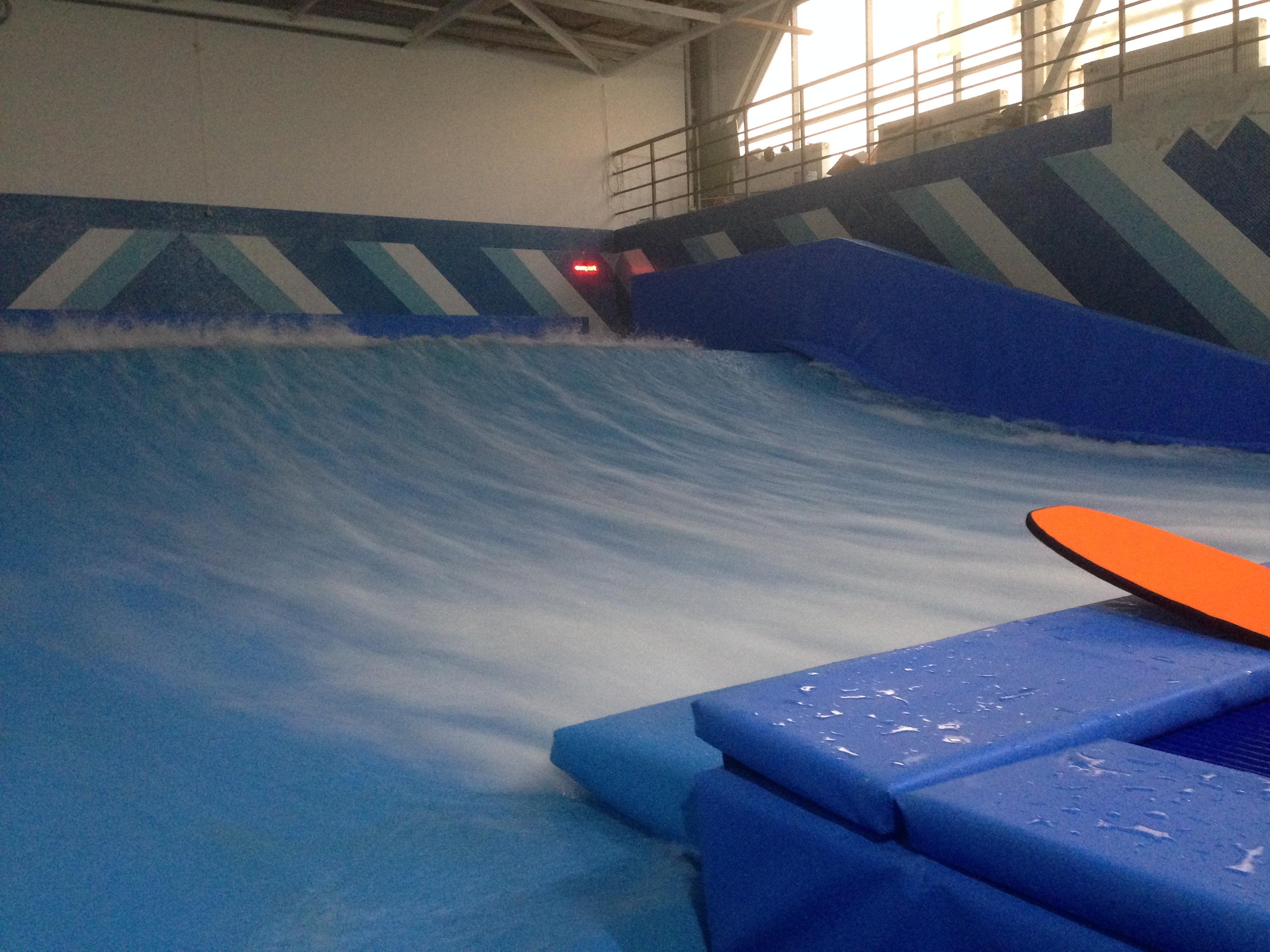 Искусственная волна Worldex Sport в Санкт- Петербурге «Sunpark Surf Station» (2)
