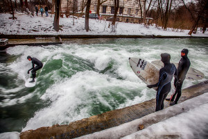 eisbach-surfers-winter-munich